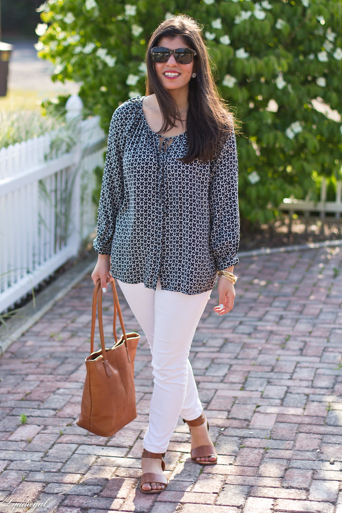 black and white tunic, white jeans, leather tote-2.jpg
