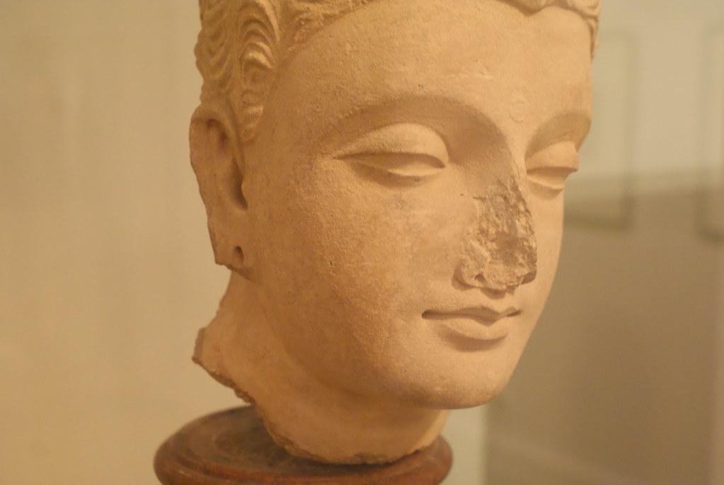 Exemple de statue indienne (?) du musée asiatique ayant subi l'influence hellénique.