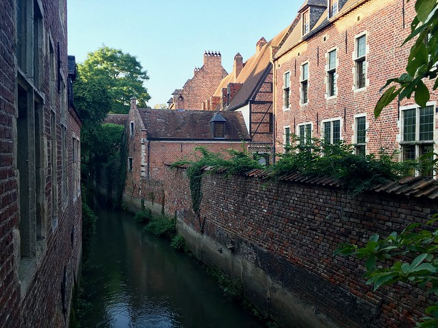 A canal running through the begijnhnof