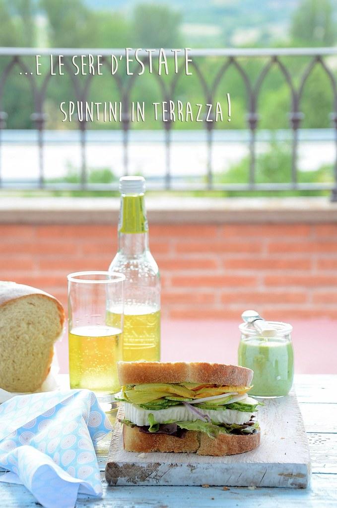 sandwiches con primo sale, zucchinette in fiore e lattuga