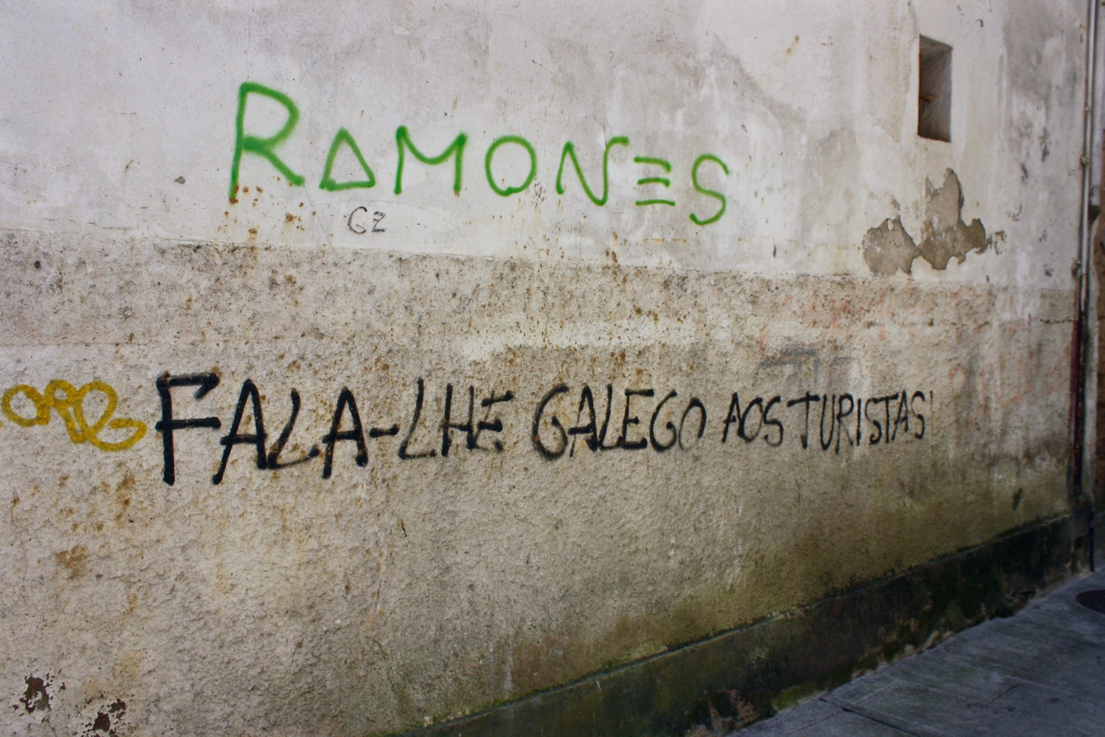 Anti-tourist graffiti in Noia