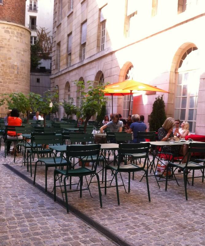 Le Café Cour