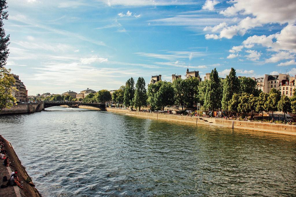 Promenade along la Seine, 24 hours in Paris guide