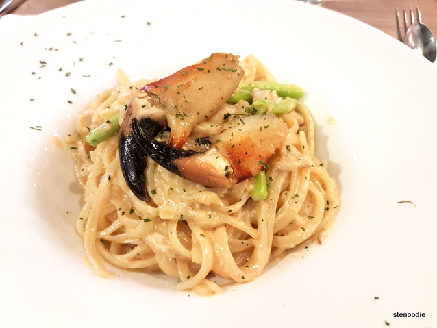 """bread crab"" with white wine in spaghetti"