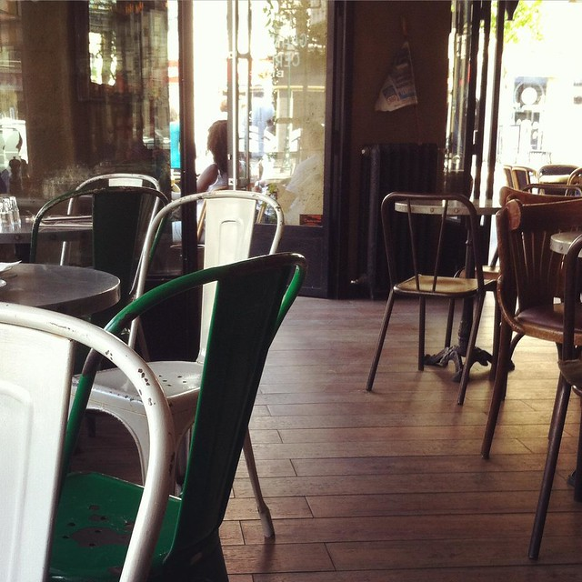 Staying in the shade. Hydrating often. #canicule #Paris #café