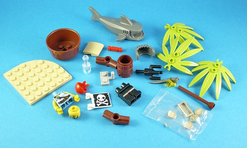 LEGO Pirates 5003082 Classic Pirate Minifigure 01