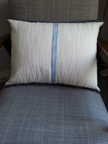 And the back of the blue and white triangle cushions (they're both the same). The zip flap is the same fabric as the quilt back and the binding on the cushions and quilt is the same for consistency.