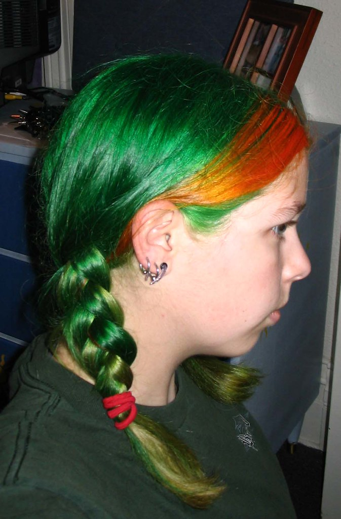 kaylyn with green amp orange hair boring weekend 2 boxes