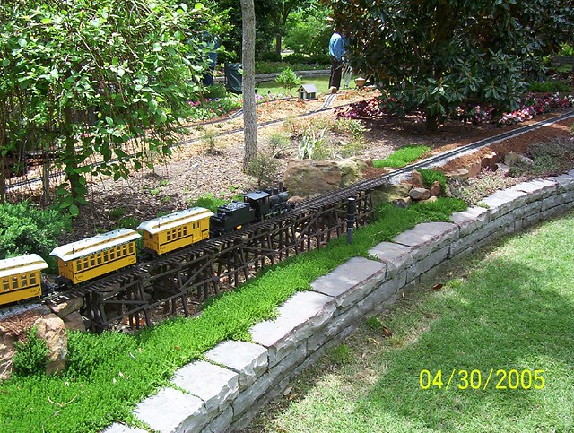 Outdoor Model Train Set | This is a model train set that ...