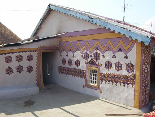 Kutch house colourful kutch house dharmesh thakker for Houses images pictures