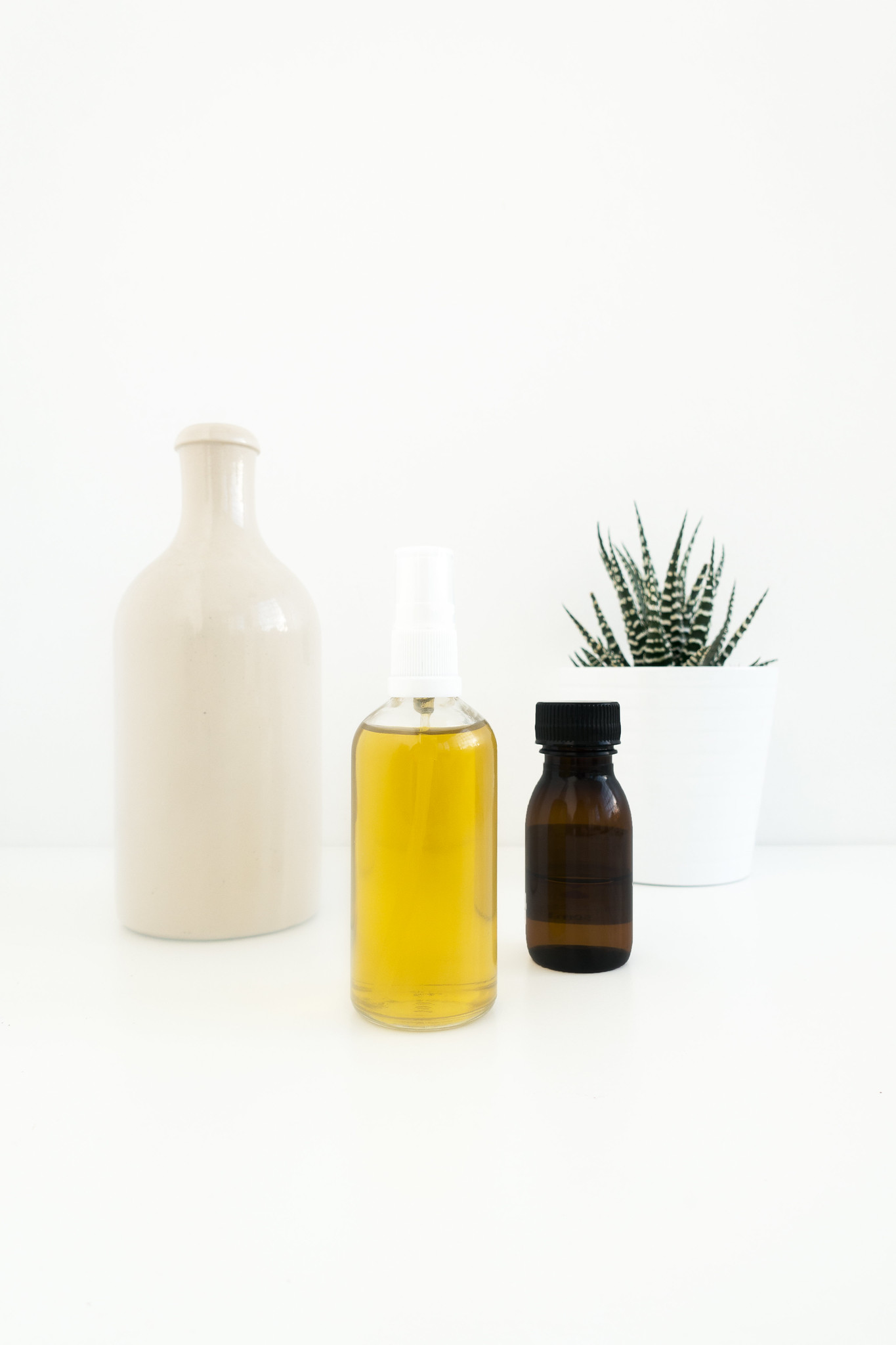A Simple And Natural Oil Cleanser You Can Make Yourself