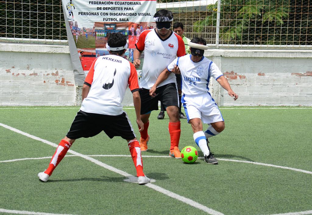 Resultado de imagen para fútbol y goalball para personas con discapacidad visual