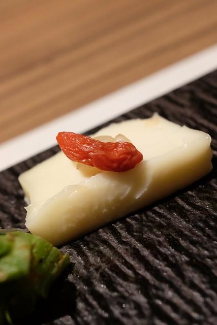生彩八寸 季節の前菜 クリームチーズの玄米糀漬け