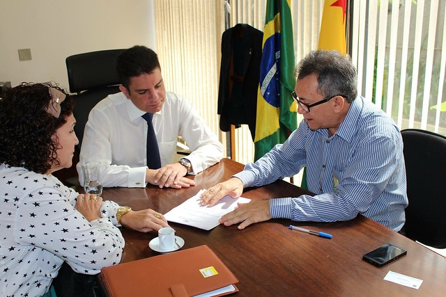 Visita no gabinete do Dr. Fernando Sérgio Escócio e da professa Fátima Nobre da Universidade Federal do Acre (Ufac).