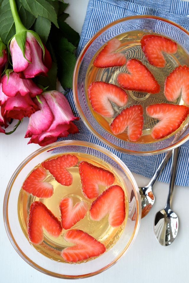 Heart Shaped Strawberry & Champagne Jellies | www.rachelphipps.com @rachelphipps