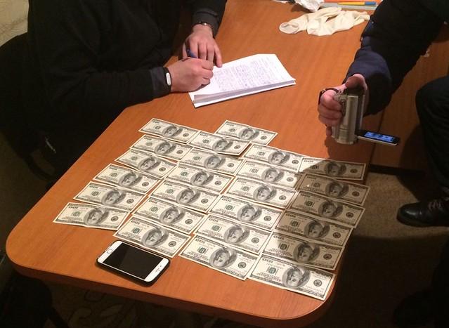 СБУ викрила на хабарництві начальника управління Житомирської облдержадміністрації