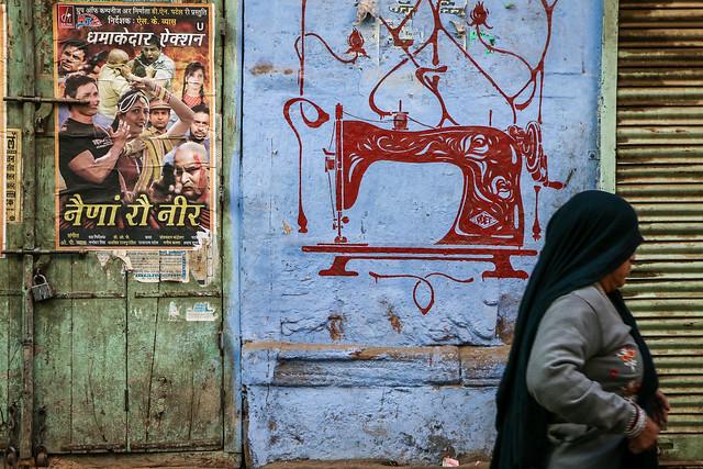 Beautiful sewing machine painted wall in old city, Jodhpur, India ジョードプル オシャレなミシンの絵が描かれた壁