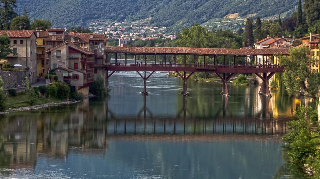 Bassano del grappa ponte vecchio sul fiume brenta sul - Piscine termali bassano del grappa ...