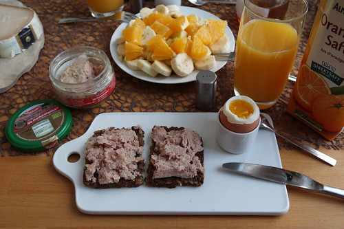 Bio Heidefrühstück auf Vollkornbrot zum Frühstücksei