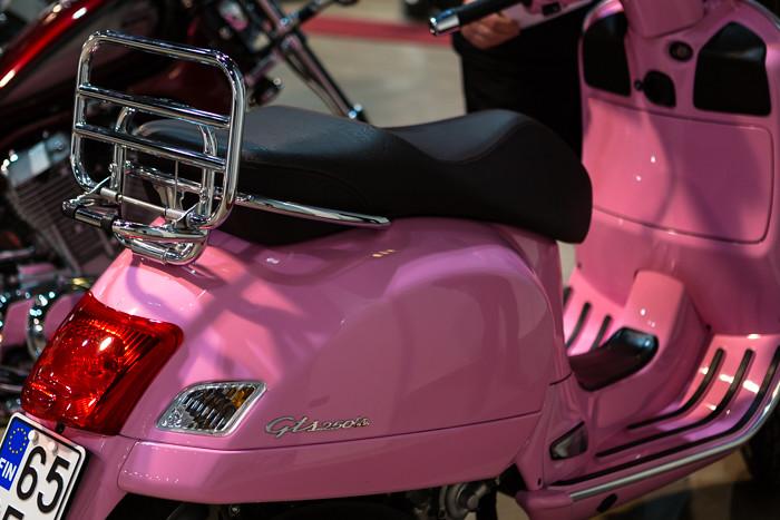 vaaleanpunainen vespa 250 kuutiota pinkki skootteri (1 of 1)