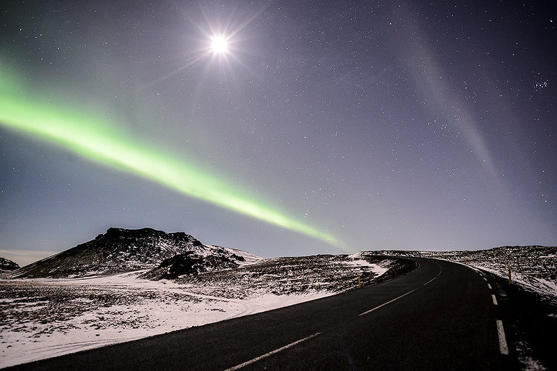 Northern lights & moon in Reykjanes peninsula (Iceland)