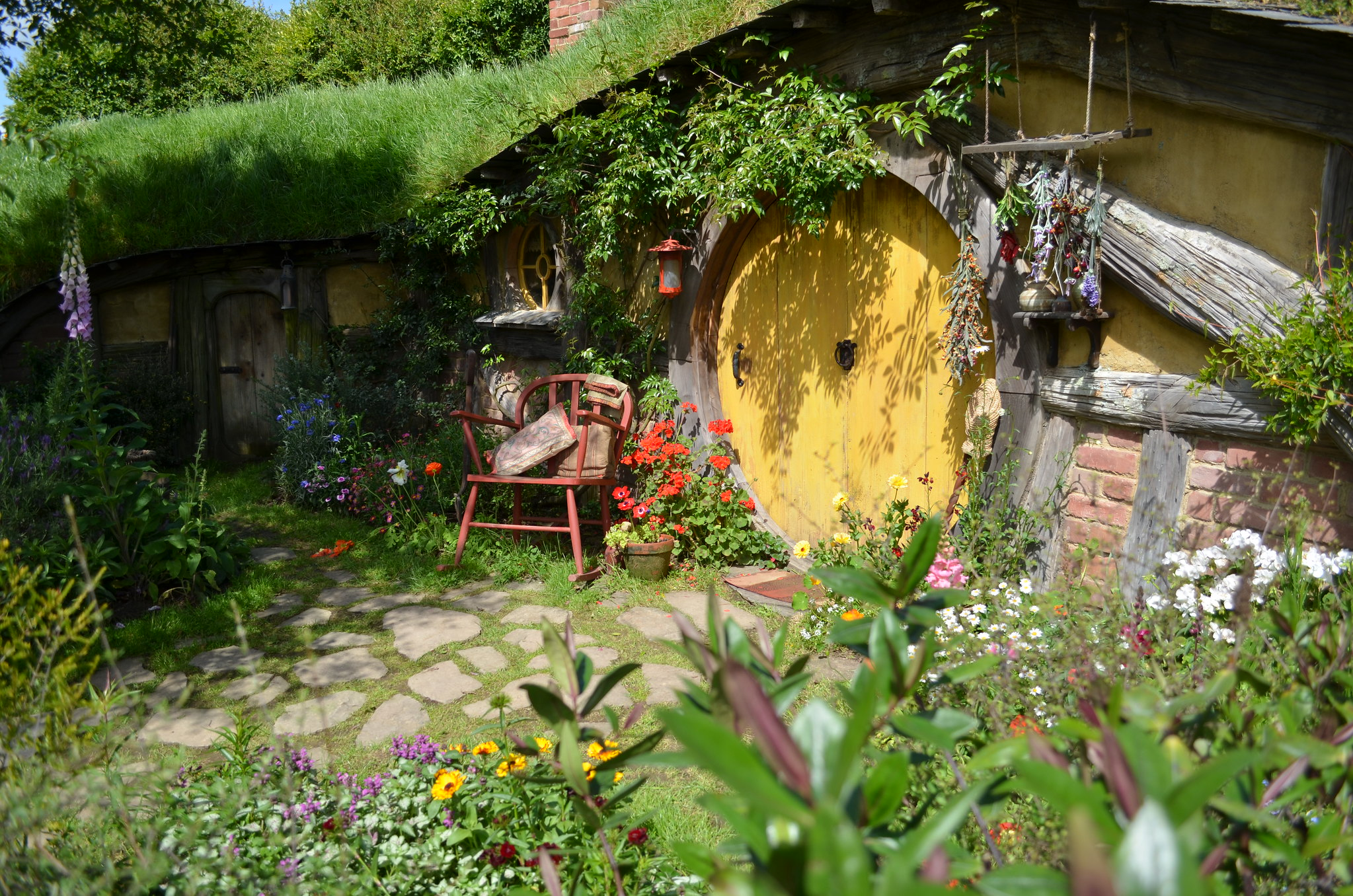 Hobbiton - yellow door