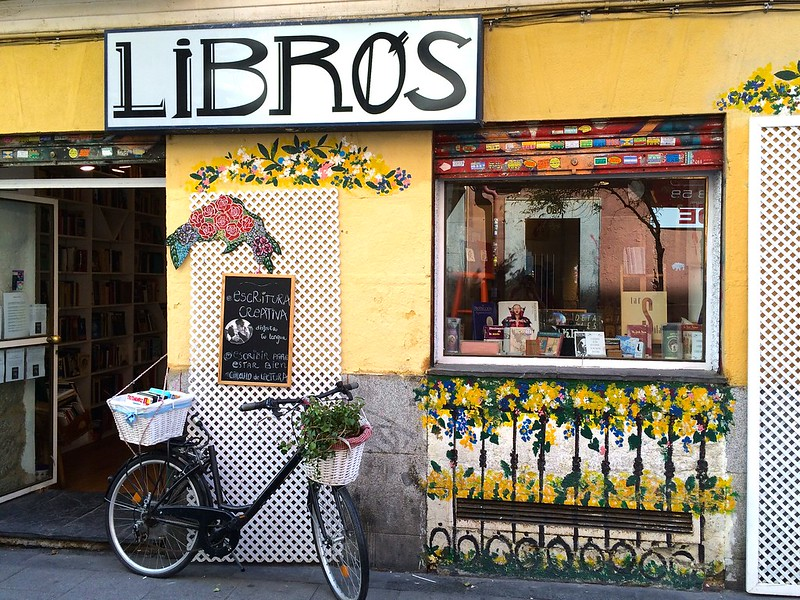 Con un día en Madrid, debes caminar por las calles de Malasaña.