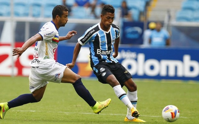 Pedro Rocha e Fernandinho disputam uma vaga no time do Gr�mio