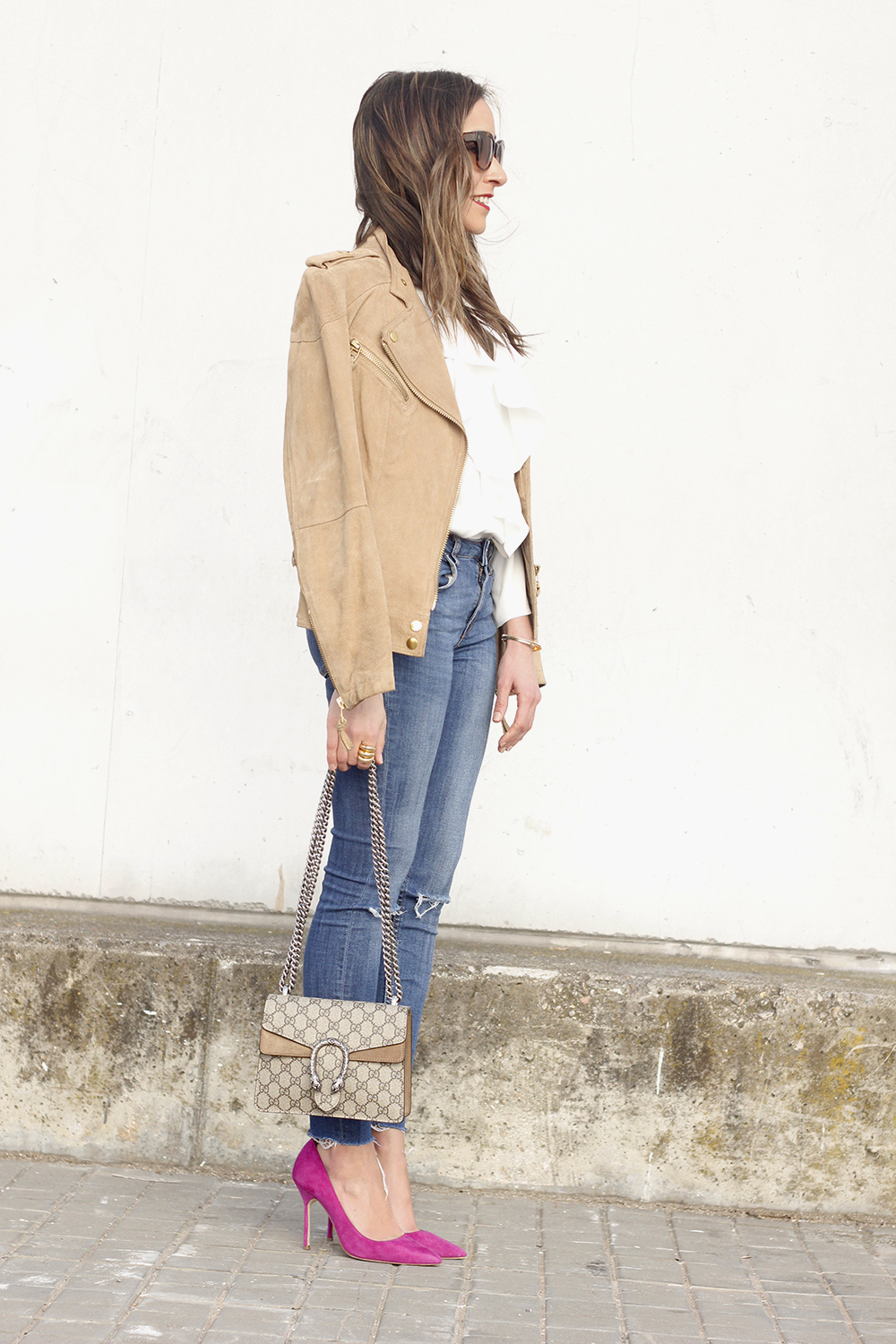 suede jacket ripped jeans Ruffled blouse carolina herrea heels gucci bag Madrid fashion week outfit05