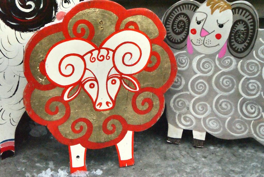 Des béliers flamboyants près des Carpates ici en Ukraine à Lviv.