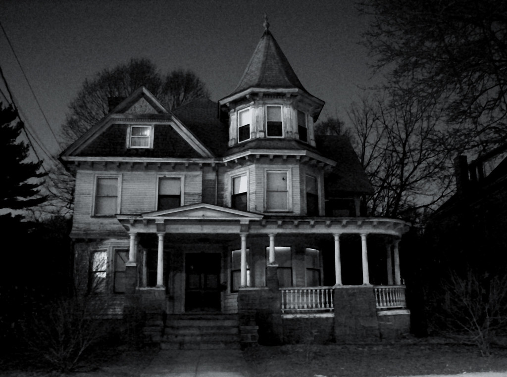 Houses that are creepy in the dark 2 does this make you for Classic house nights