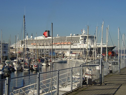 Queen Mary 2 | by FreeCat