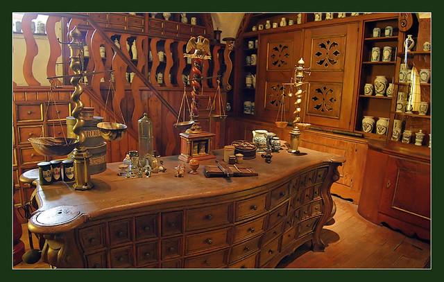 Hexenküche | Eine Rekonstruktion Einer Alten Apotheke Im Apou2026 | Flickr