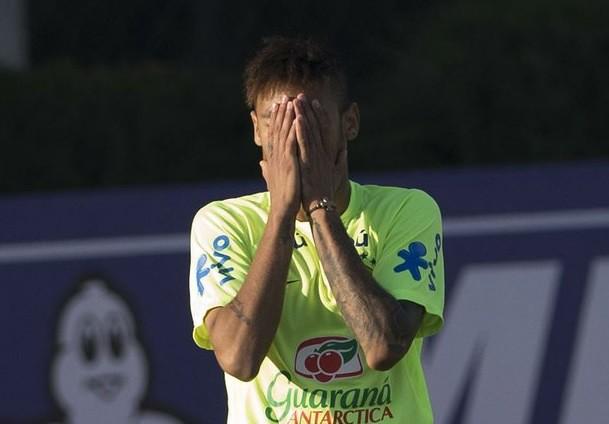Deja Neymar concentración de Brasil; permanecer en Chile