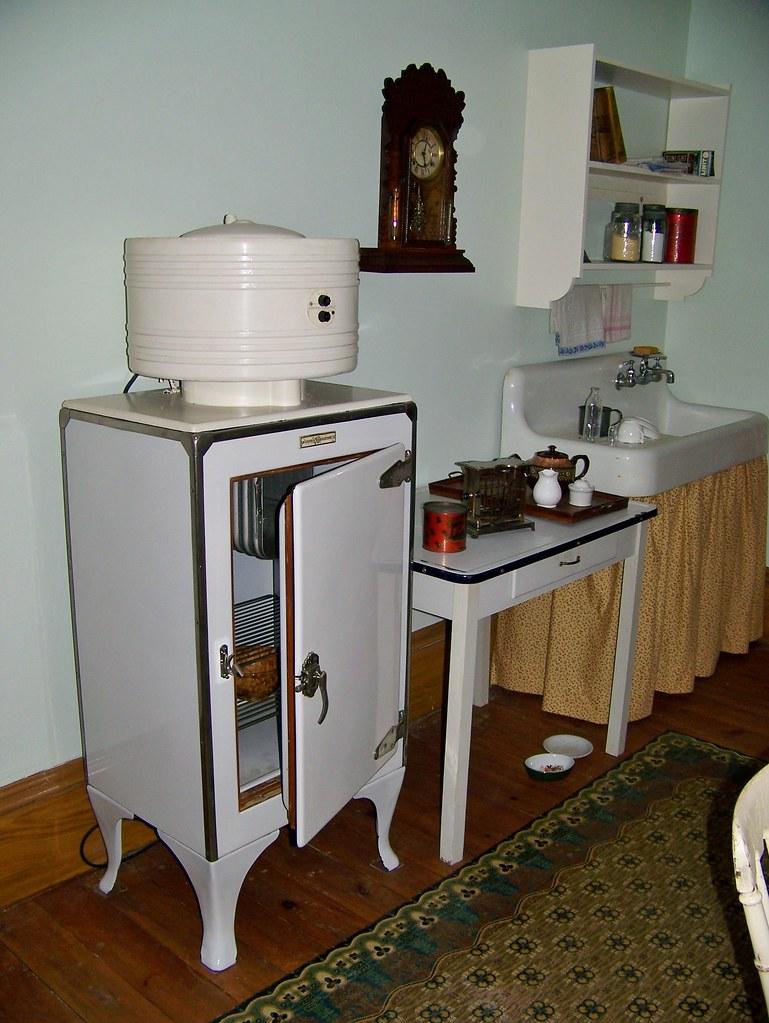 General Electric Monitor Top Refrigerator Small Ta Flickr - Small table top refrigerator