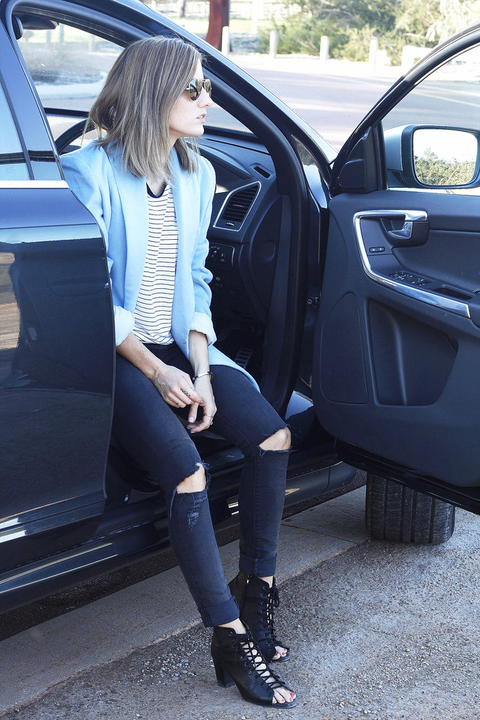 Jeans, t-shirt and coat: Winter fashion