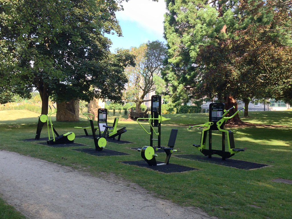 woking park outdoor gym gavin sullivan flickr. Black Bedroom Furniture Sets. Home Design Ideas