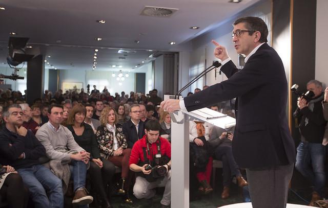 Patxi López en Portugalete con los militantes del PSOE en el inicio de su candidatura a Secretario General del PSOE