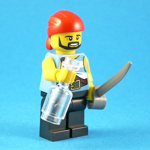LEGO Pirates 5003082 Classic Pirate Minifigure fig01