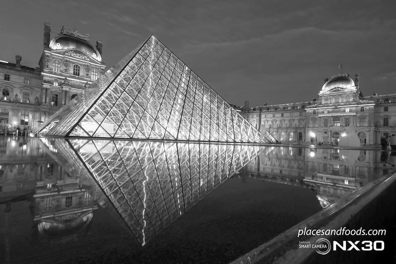 paris_louvre_night_shot_2_bw[1]