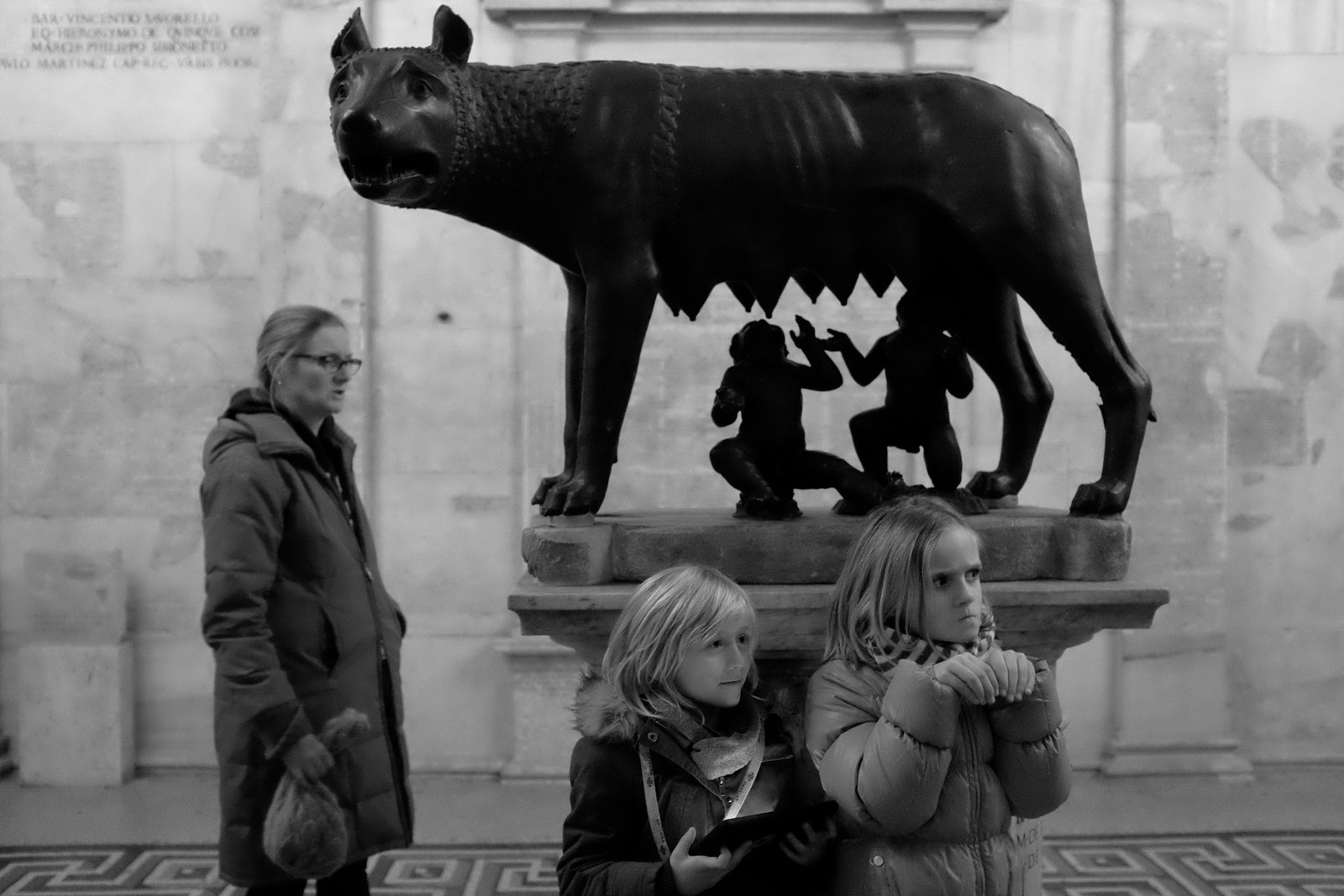 Girls before the Capitoline she-wolf