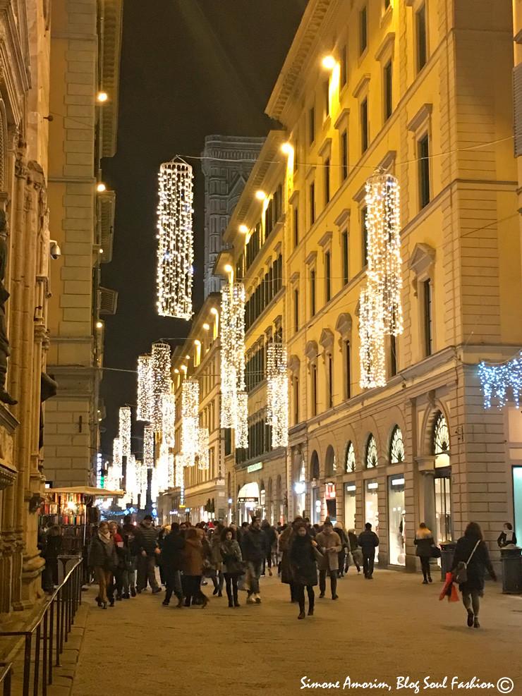 Aqui já estamos em Florença, em pleno centro histórico na via Calzaiuoli.