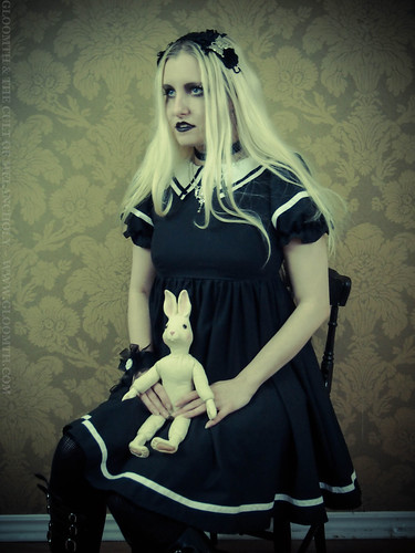 creepy gothic girl photoshoot gloomth azura rose