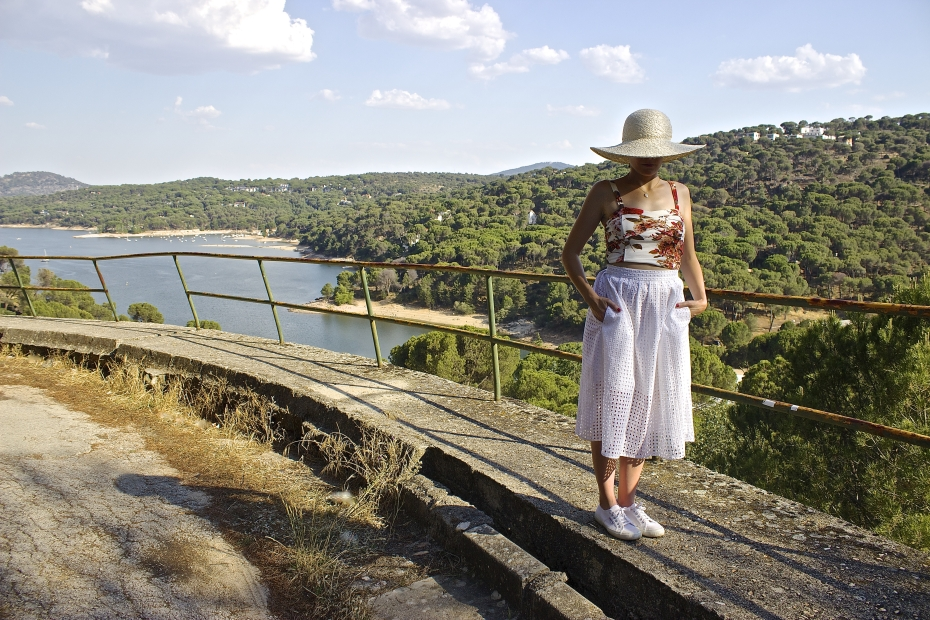 lara-vazquez-mad-lula-style-fashion-blog-moda-streetstyle-look-midi-skirt-white-summer-outfit-hat