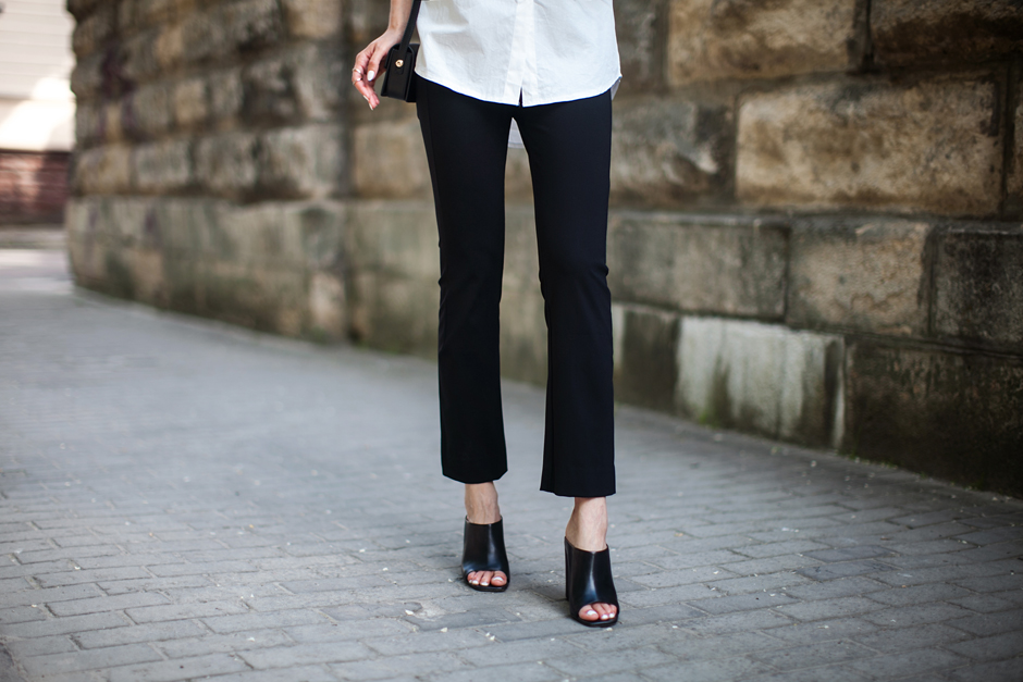 mules-flared-cropped-pants-outfit-stretestyle