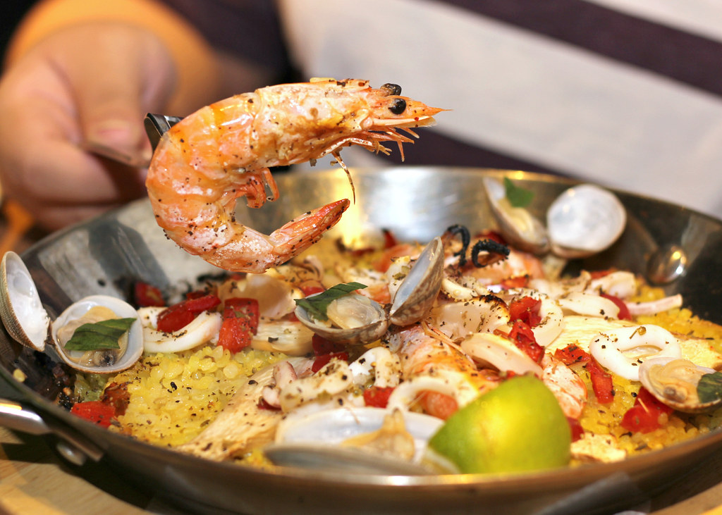 tinos-pizza-cafe-paella-prawn