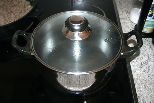 20 - Wasser für Nudeln aufsetzen / Bring water for noodles to a boil