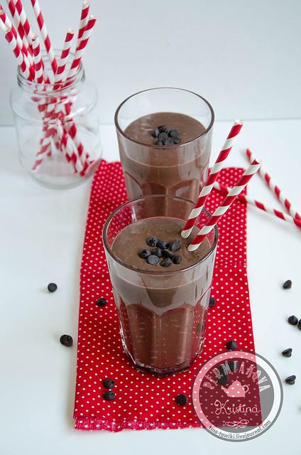 Шоколадно-смородиновый смузи