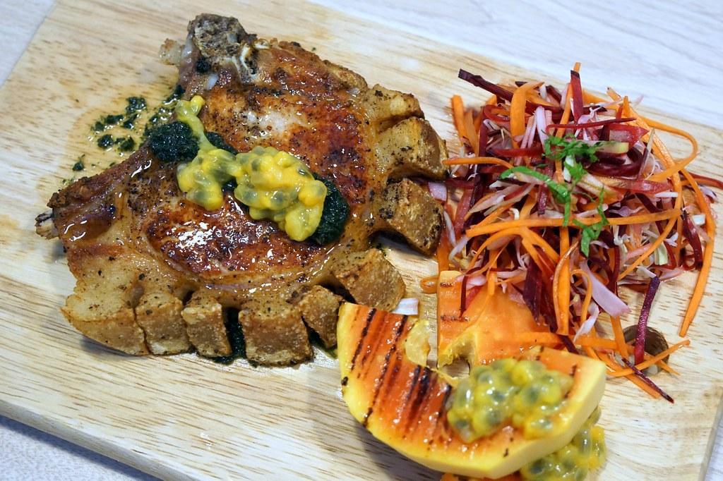 Breadfruits @ Desa Sri Hartamas  Great choice for dinner - pork lovers -003
