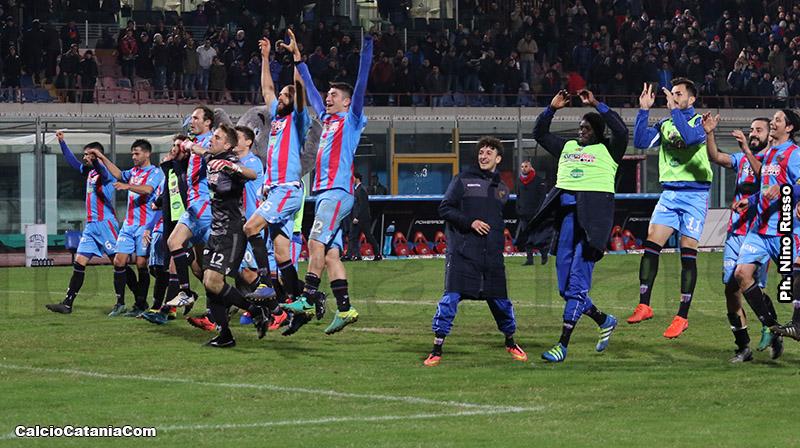 Un'immagine della festa finale nella vittoriosa gara con il Matera dello scorso 7 febbraio